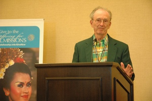 Dick Hurst accepting the 2012 CBF Advocate of the Year Award