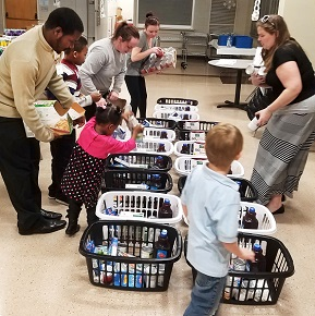 Little Rock church deepens relationships with alternative food pantry